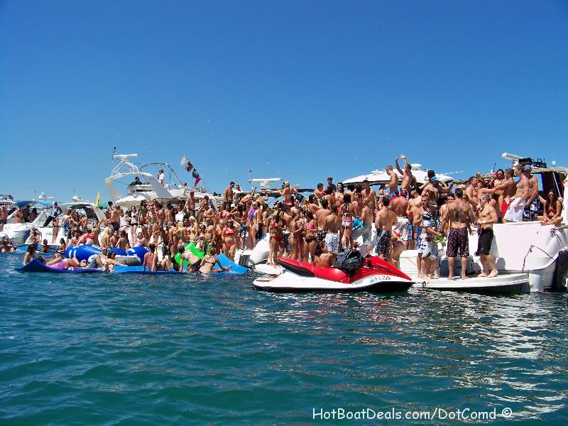 Here are my pictures from the Cancelled 2011 Chicago Scene Boat Party.  It was really a complicated mess as to why it was cancelled but no matter, everyone still showed up and did what they do every weekend!  Party and have FUN!
