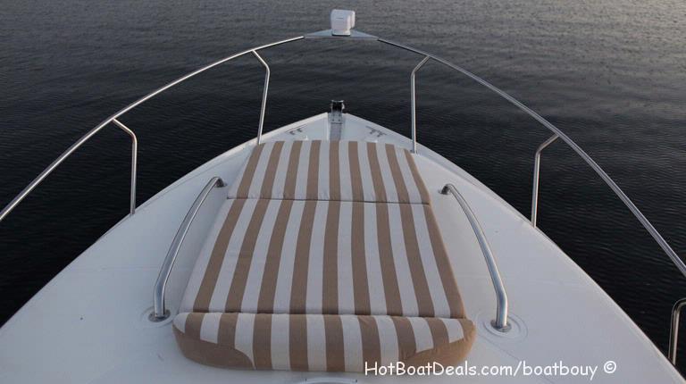 2012 Larson Cabrio 927 (30'ft) Cruise