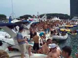 A 360 degree view of the 2010 Chicago Scene Boat Party from:DotComd