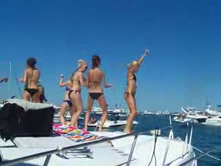 babes dancing on the bow from:DotComd